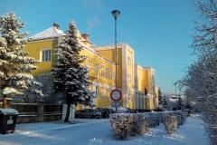 Škola pod sněhem v lednu 2016